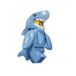 Hombre con Disfraz de Tiburón