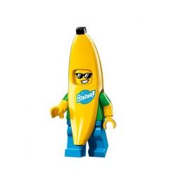 Chico con disfraz de banana