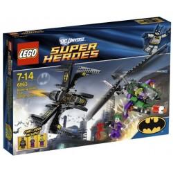 El Caza de Batman en la Batalla sobre Gotham
