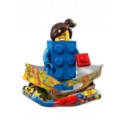 Chica con Disfraz de Brick LEGO